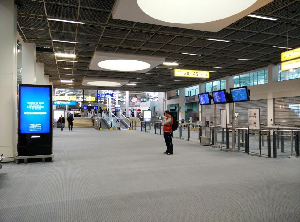 Внутри терминала Hall 3 аэропорта Марсель Прованс