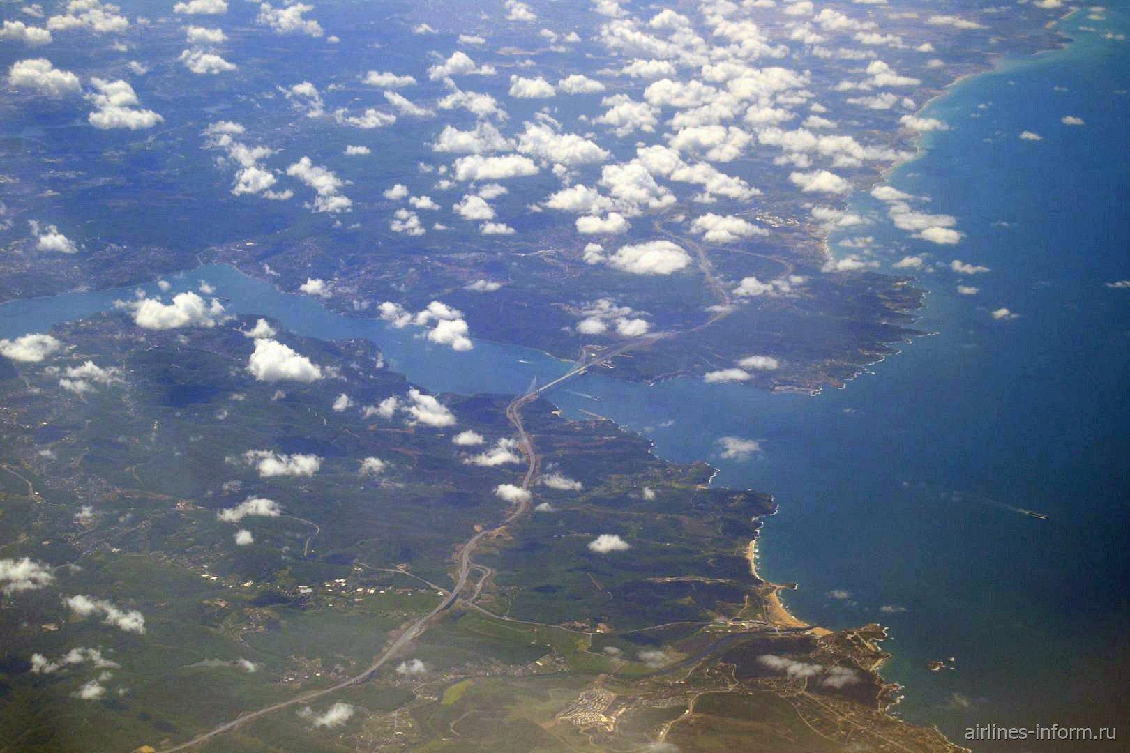 Третий мост через пролив Босфор - Мост Султана Селима Явуза, и выход в Черное море.