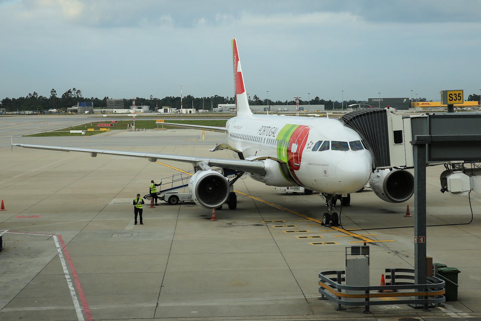 Самолет Airbus A319 авиакомпании TAP Portugal в аэропорту города Порту