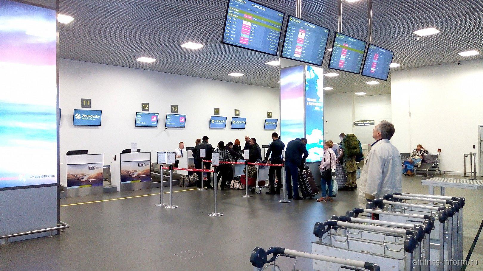 Стойки регистрации в аэропорту Жуковский
