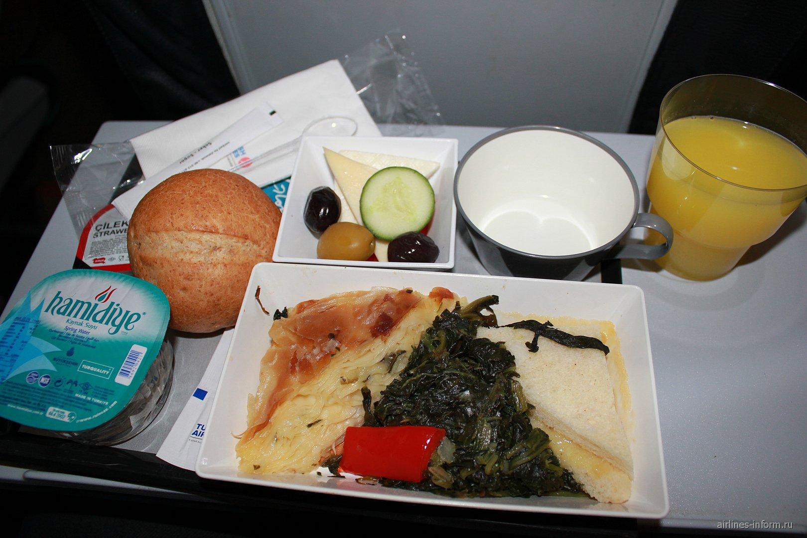 Питание на рейсе Ашхабад-Стамбул Турецких авиалиний