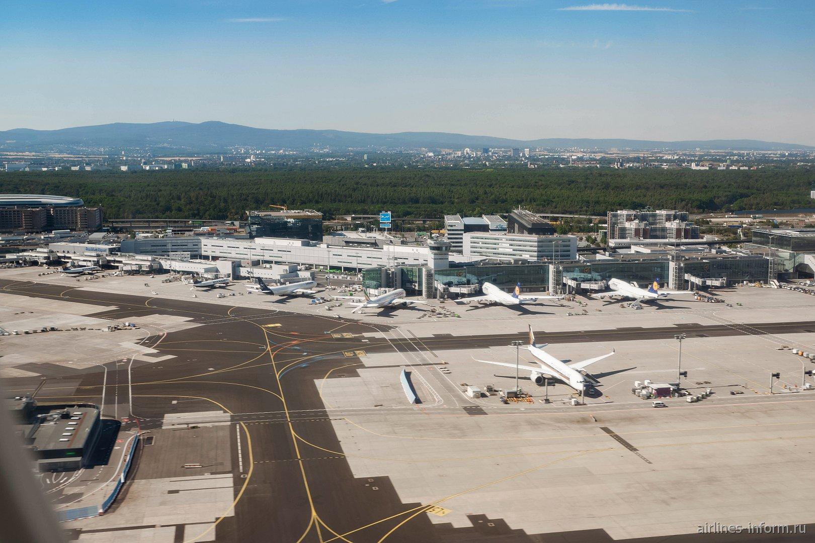 Вид при взлете на пирс C терминала 1 аэропорта Франкфурт