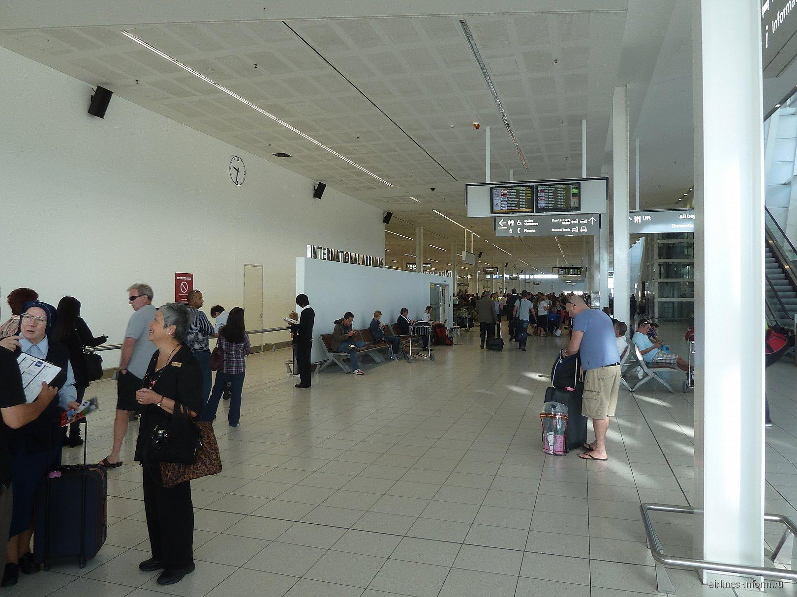 Зал международных прилетов в аэропорту Аделаида