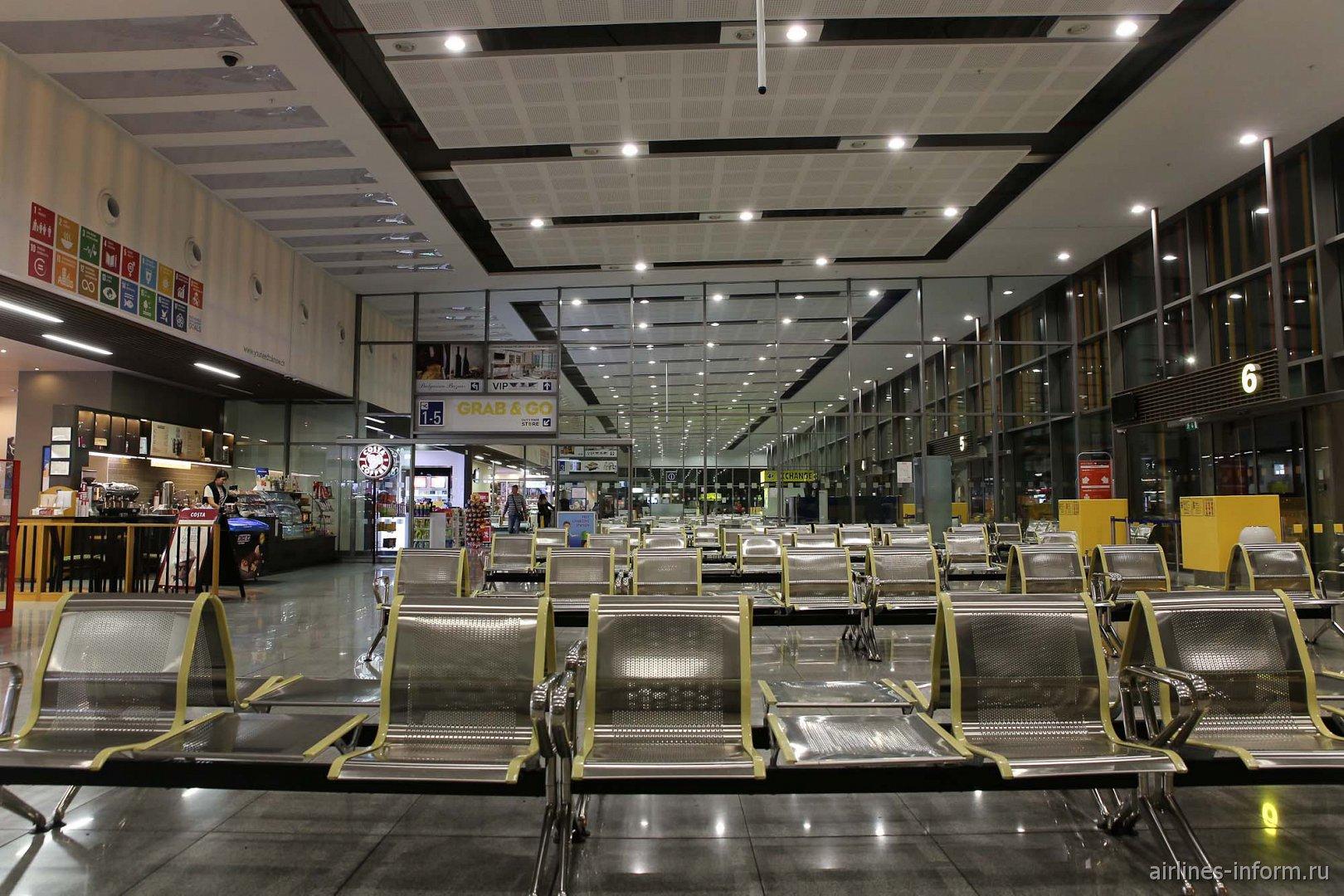 В чистой зоне аэропорта Варна