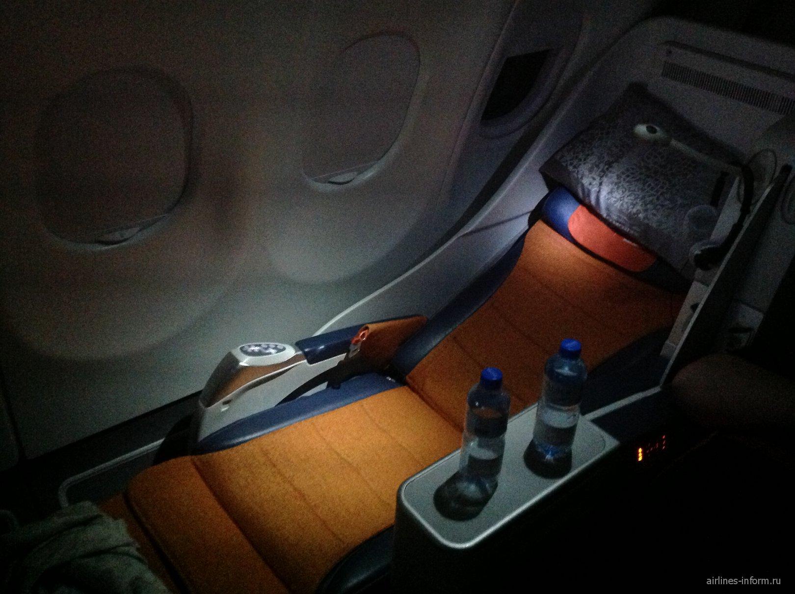 Кресло-кровать бизнес-класса в самолете Airbus A330-300 Аэрофлота