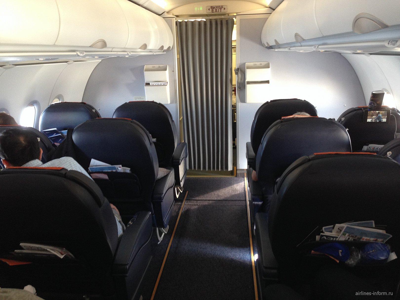 Салон бизнес-класса в самолете Airbus A320 Аэрофлота