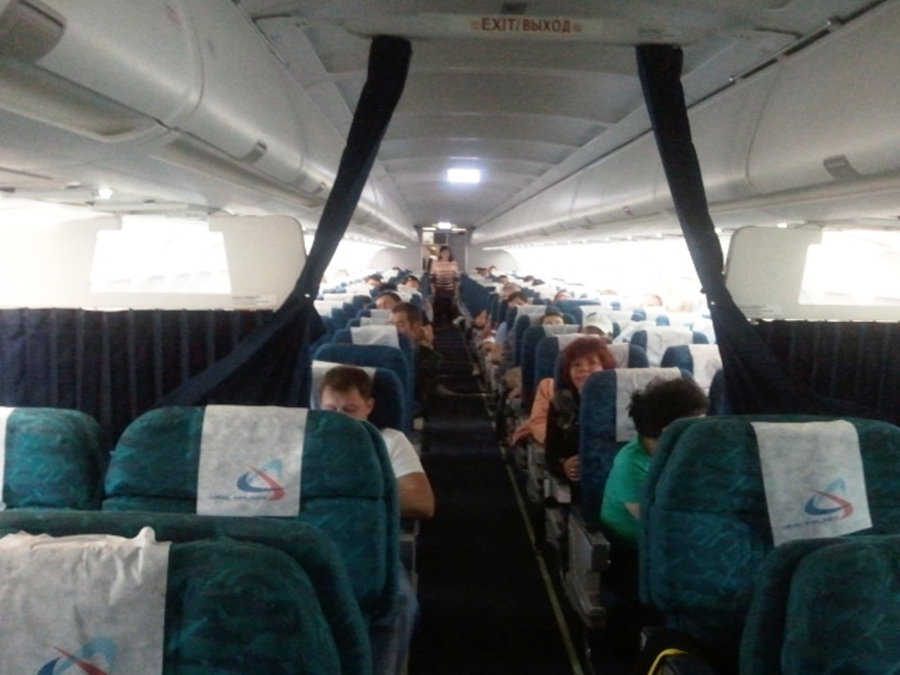 Салон самолета Эрбас А320 Уральских авиалиний
