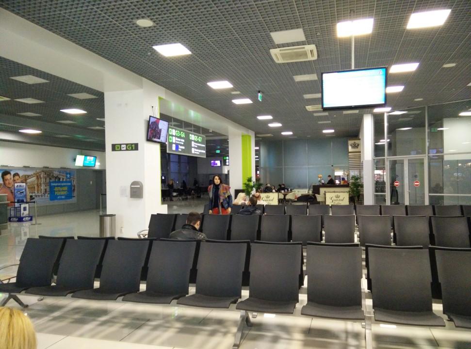 Зал ожидания в чистой зоне аэропорта Киев Жуляны
