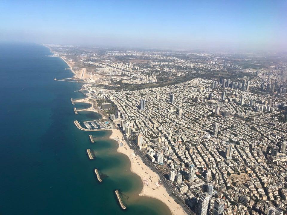 Вид на пляжи Тель-Авива при взлете из аэропорта Бен Гурион
