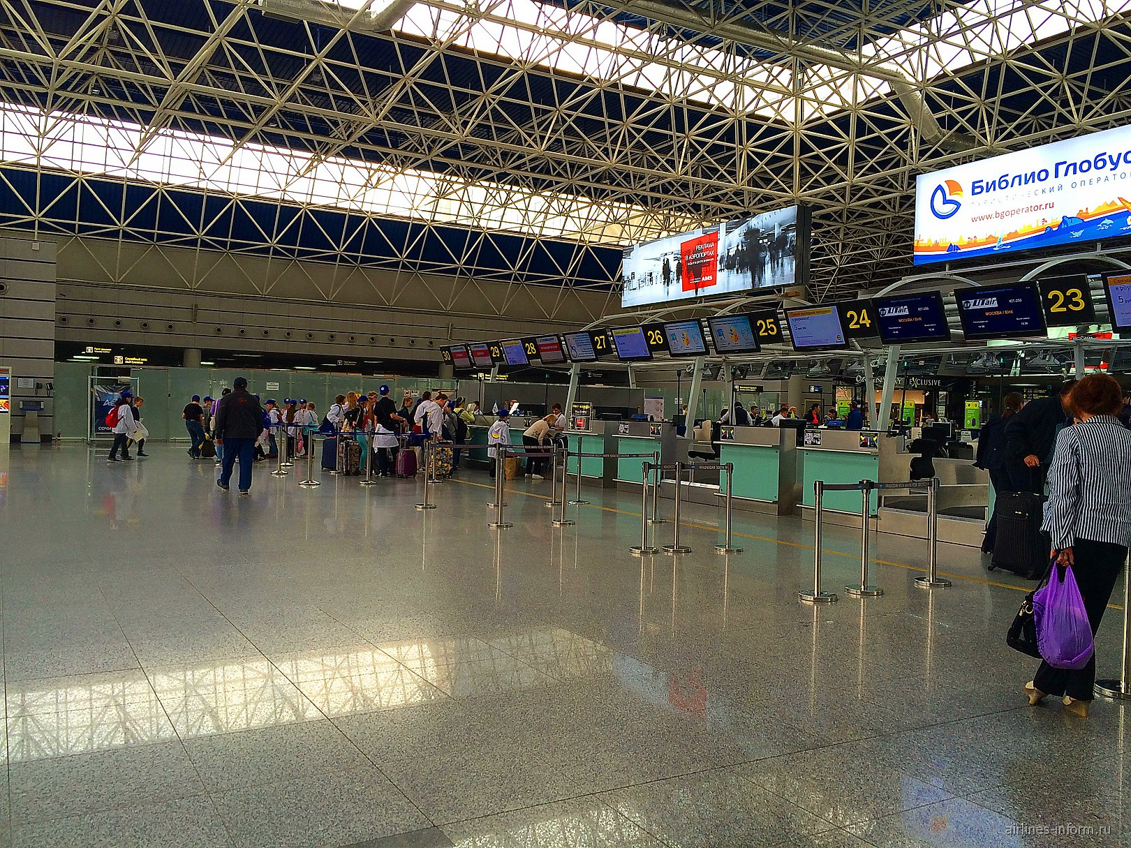Стойки регистрации в аэропорту Сочи