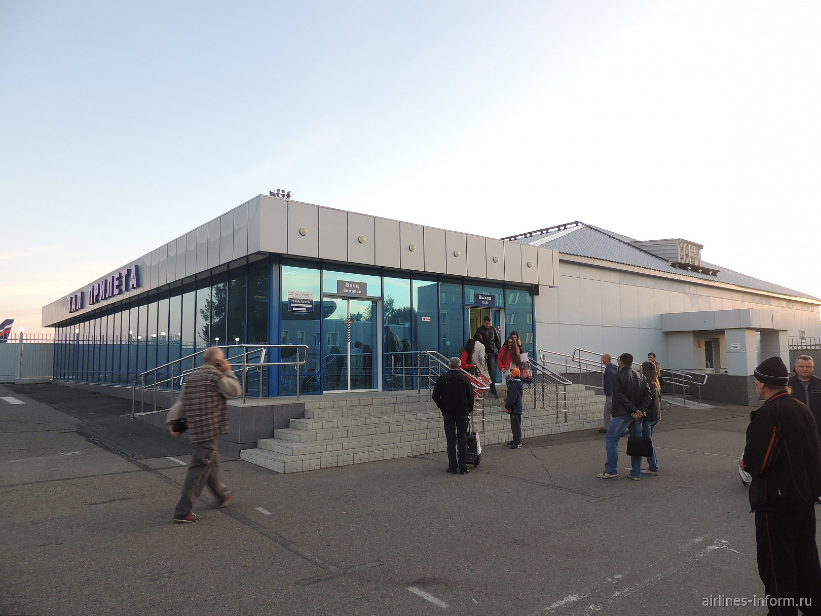 Зал прилета в аэропорту Барнаул