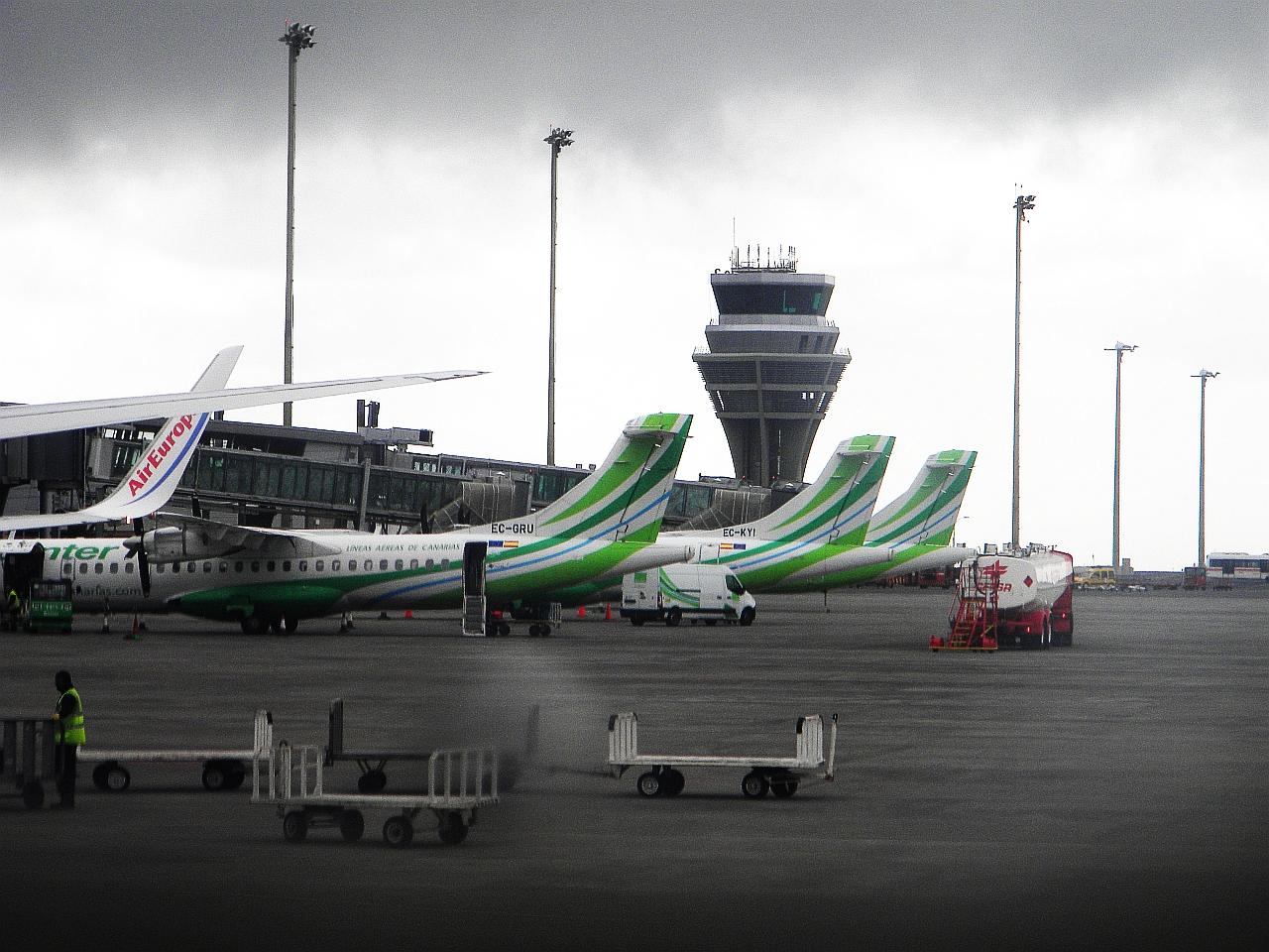 Самолеты у терминала аэропорта Тенерифе Северный