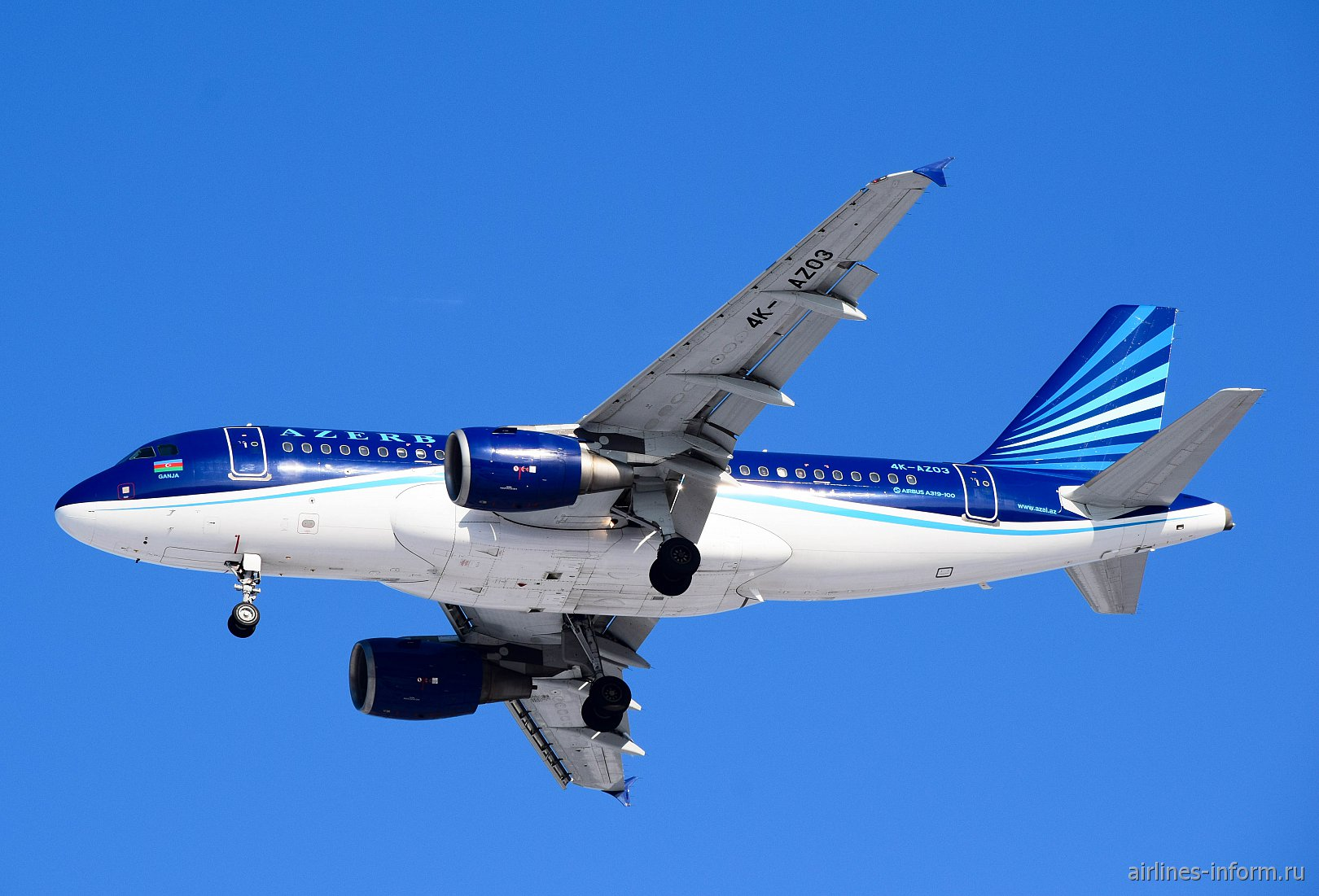 Самолет Airbus A319 4K-AZ03 Азербайджанских авиалиний