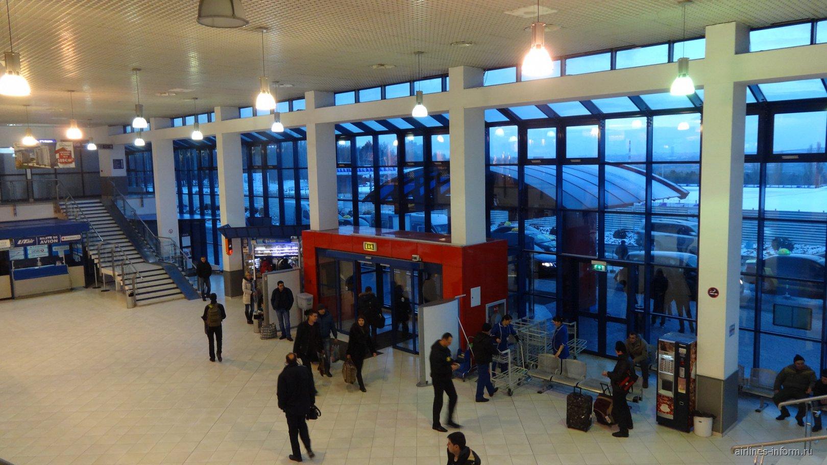 В аэровокзале аэропорта Кишинев. Зона вылета.