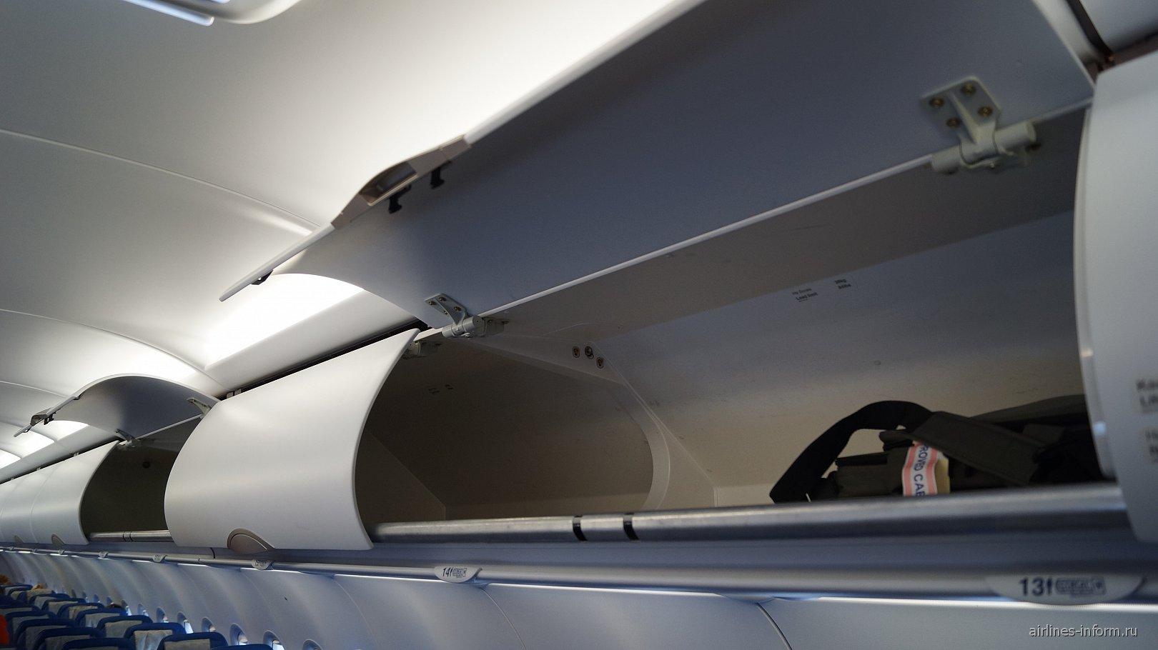 Багажные полки в самолете Airbus A320 Аэрофлота