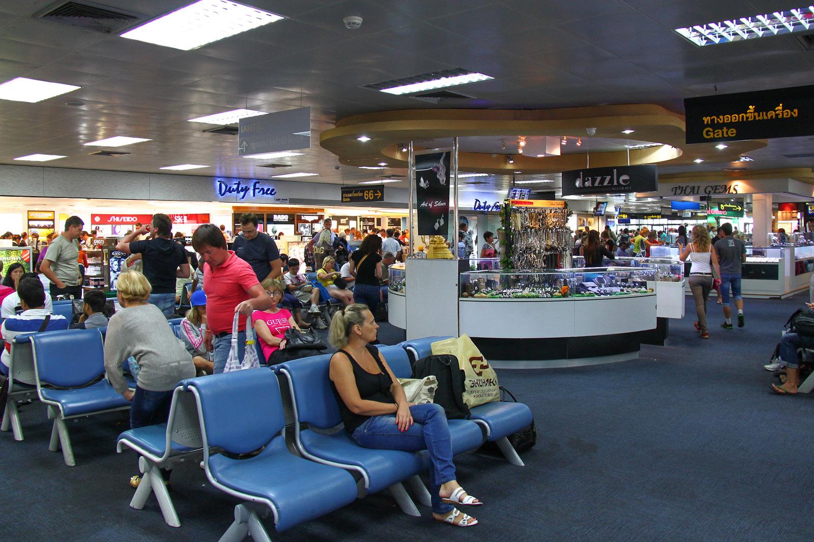 В чистой зоне терминала 1 аэропорта Пхукет