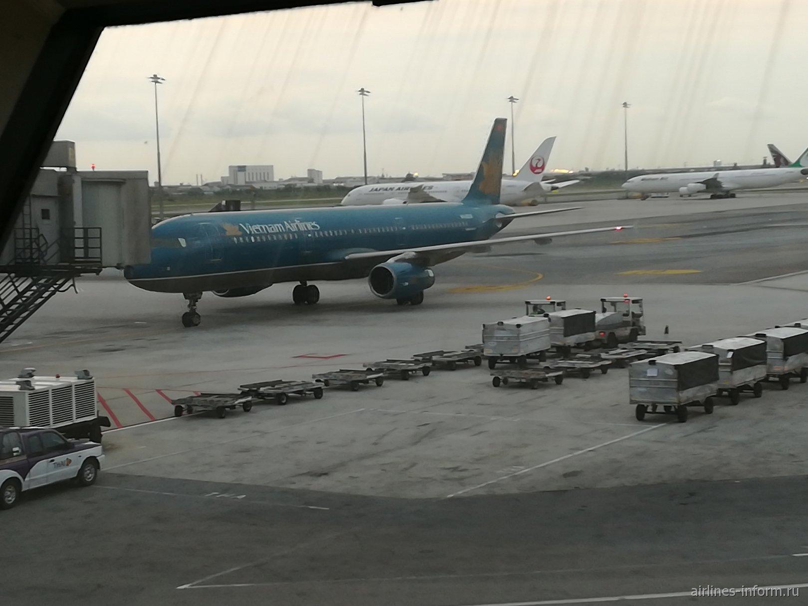 В гости к вьетнамцам. Часть 2. Bangkok (Suvarnabhumi, BKK) -  Hanoi (Noibai, HAN) с Vietnam Airlines на А-321