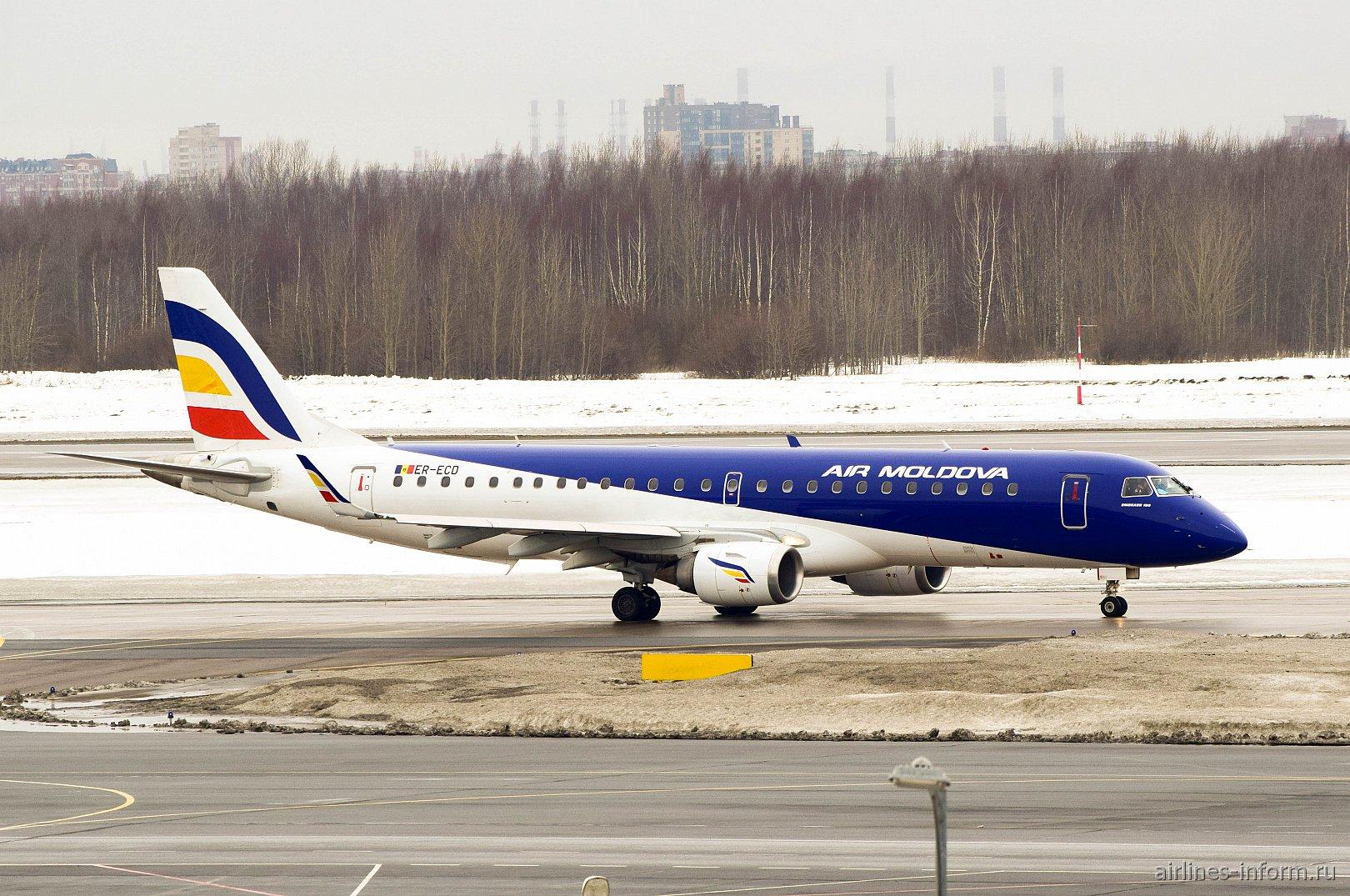 """Самолет Embraer 190 ER-ECO авиакомпании """"Air Moldova"""" в аэропорту Пулково"""