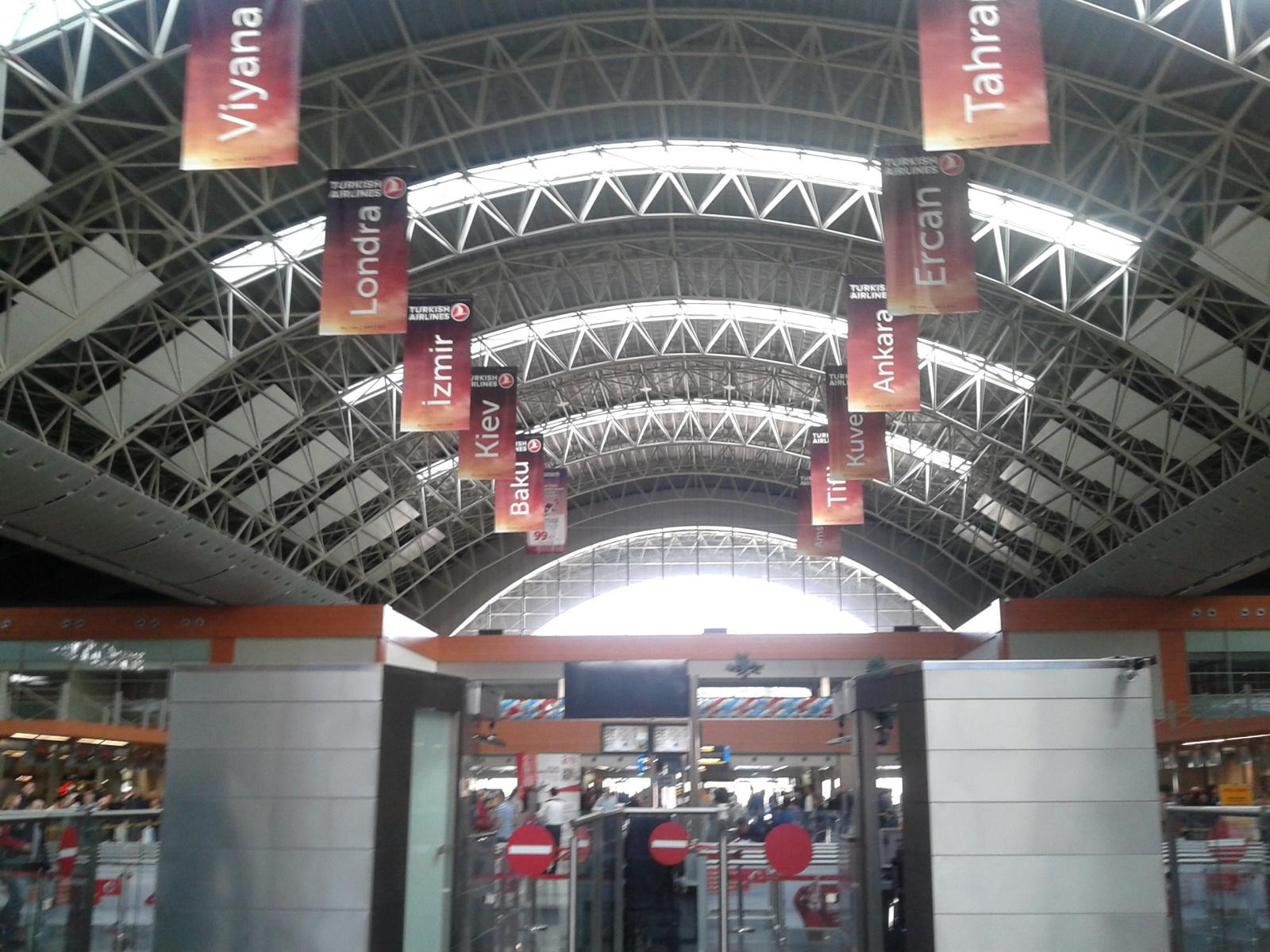 В стамбульском аэропорту Сабиха Гёкчен