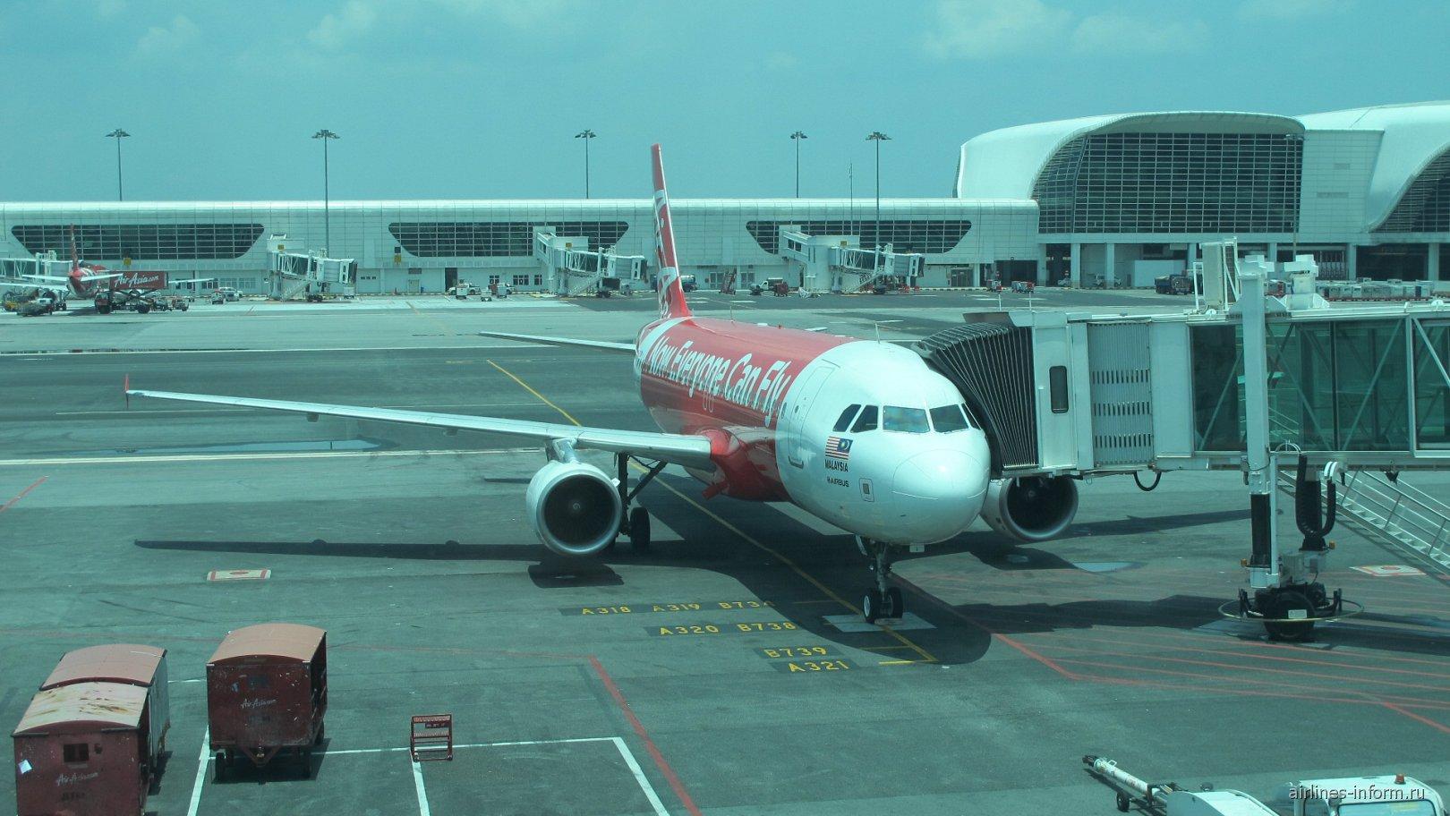 Airbus A320 авиакомпании AirAsia в аэропорту Куала-Лумпур