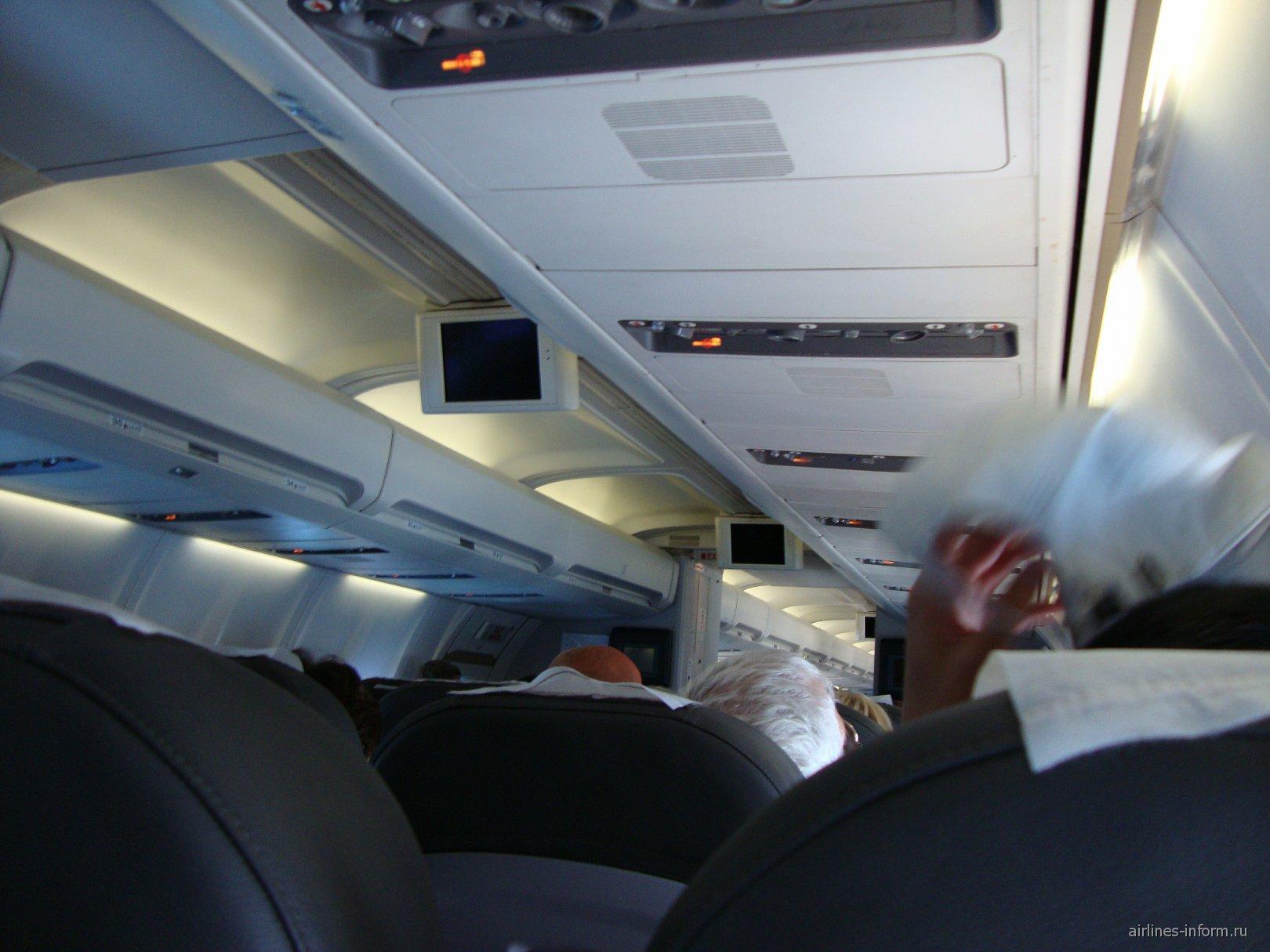 Салон самолета Боинг-757 ЮТэйр