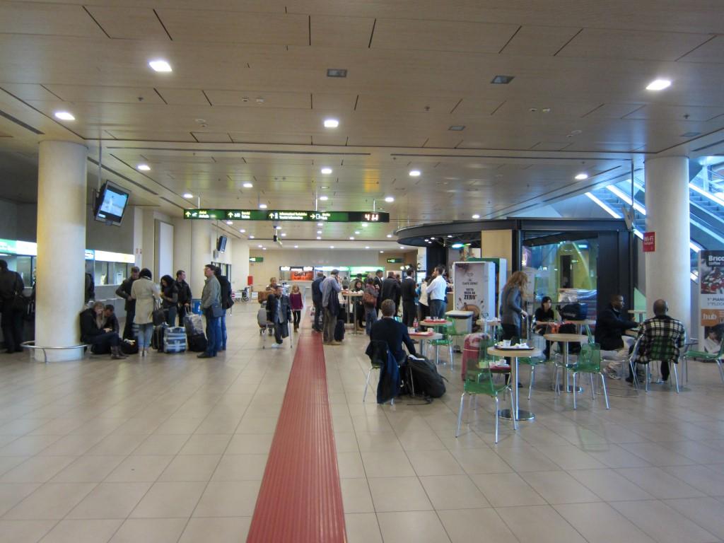 Зал прилета в аэропорту Тревизо