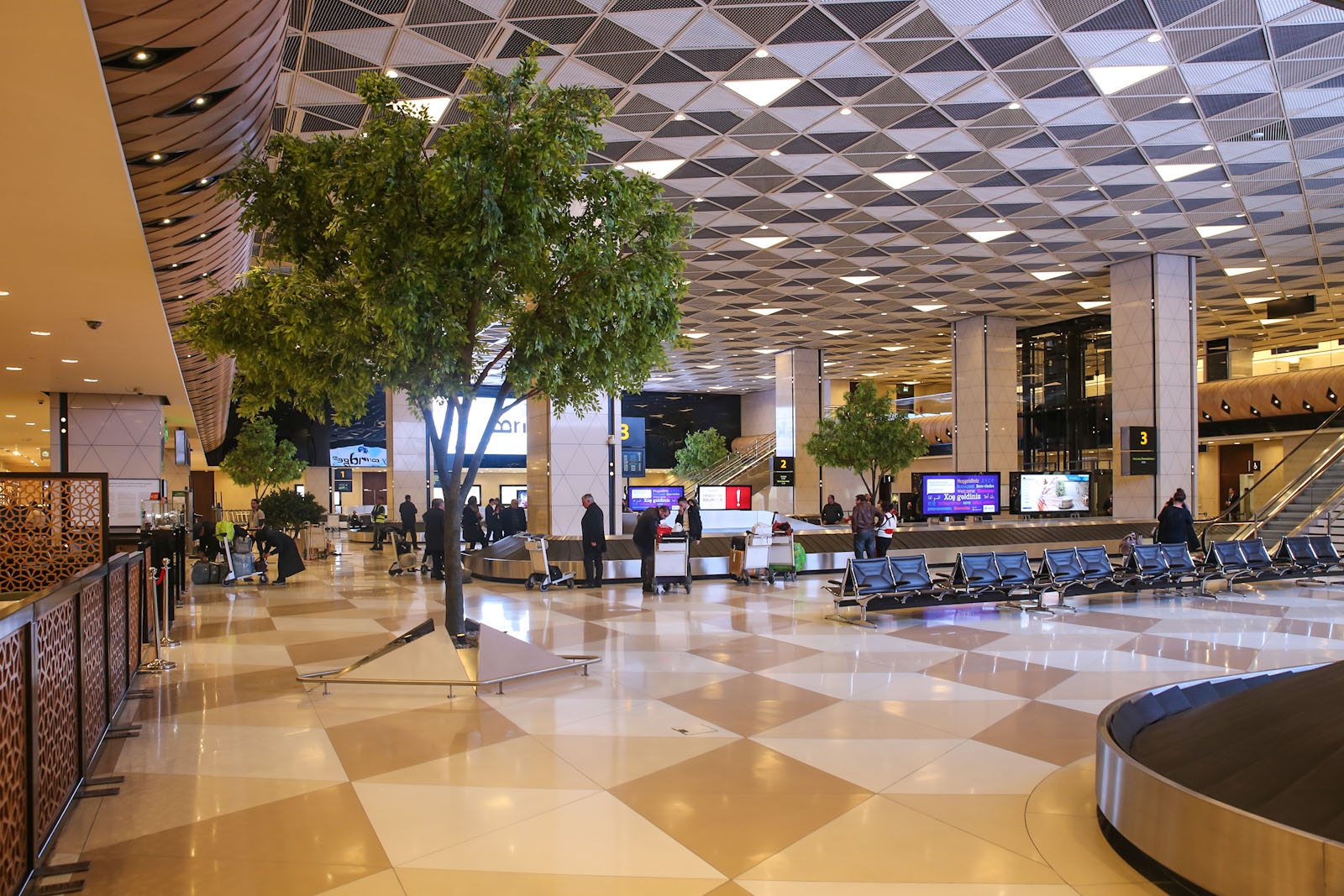 Зал выдачи багажа в терминале 1 аэропорта Баку