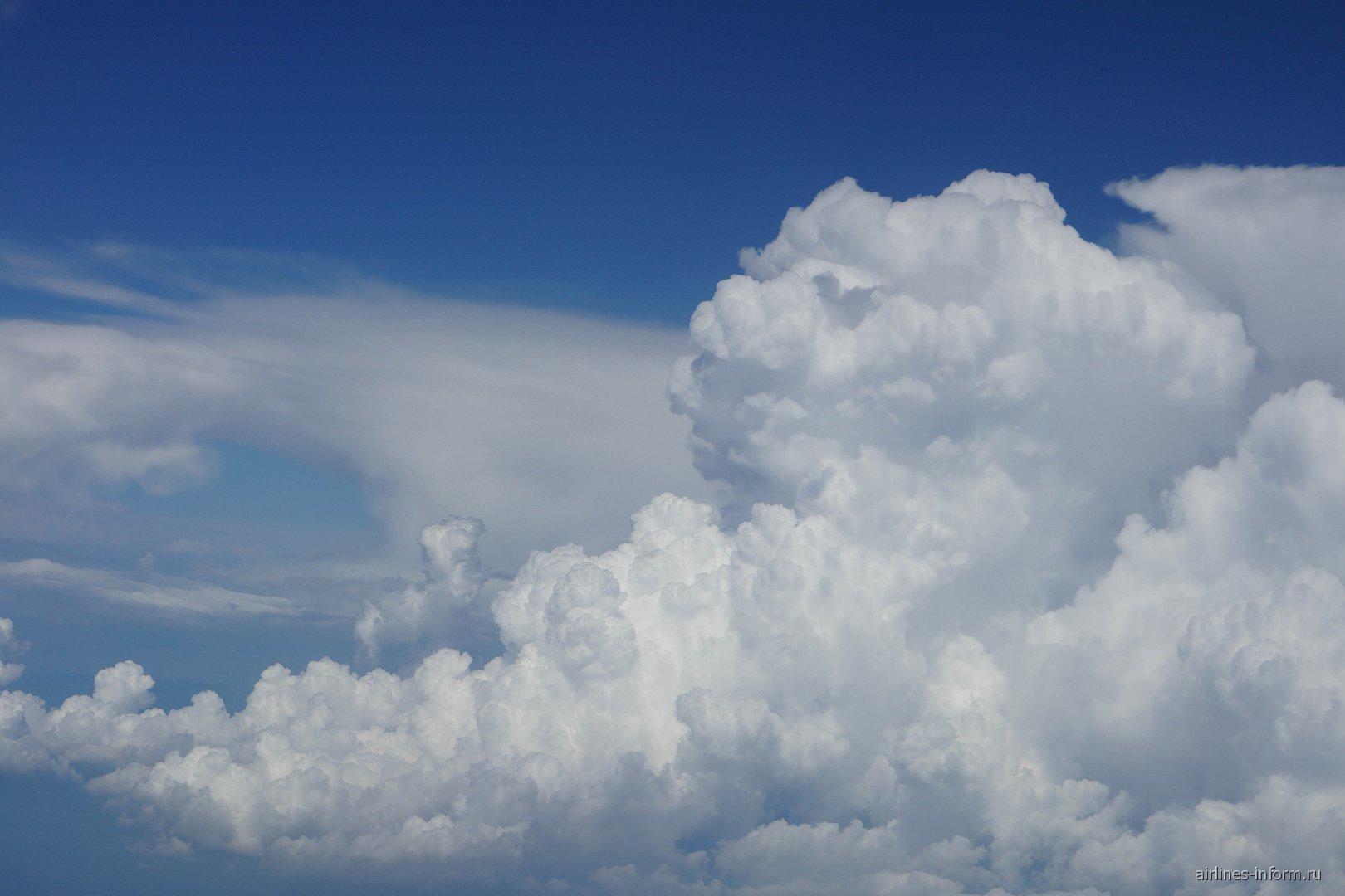 Кучевые облака над Италией