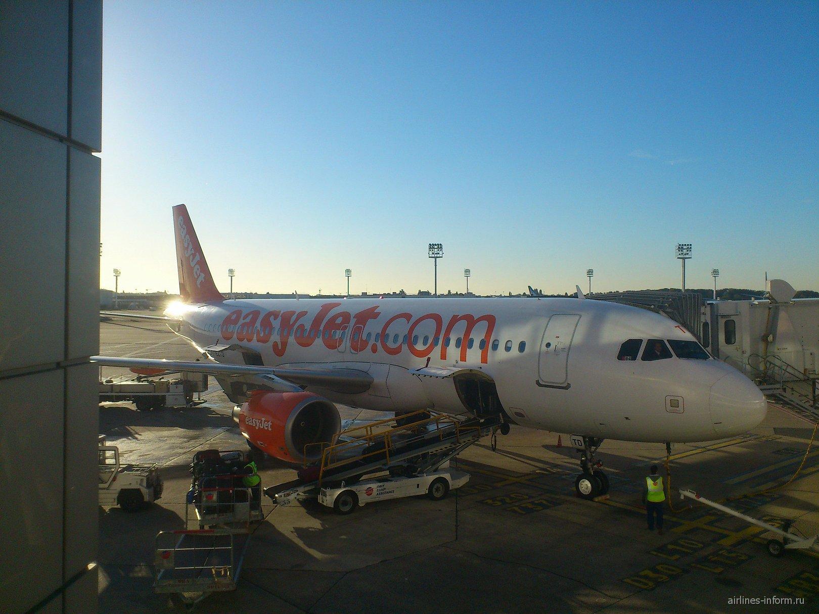 Airbus A320 авиакомпании easyJet в аэропорту Париж Орли