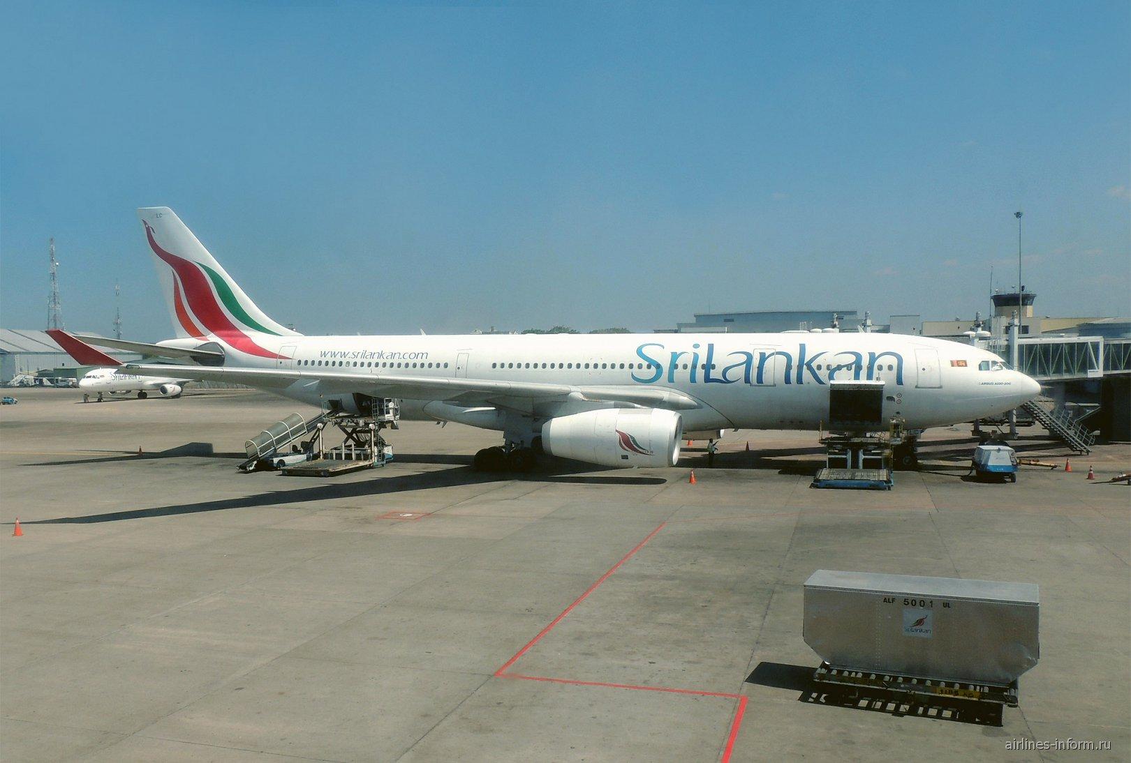 Airbus A330-200 авиакомпании SriLankan в аэропорту Коломбо