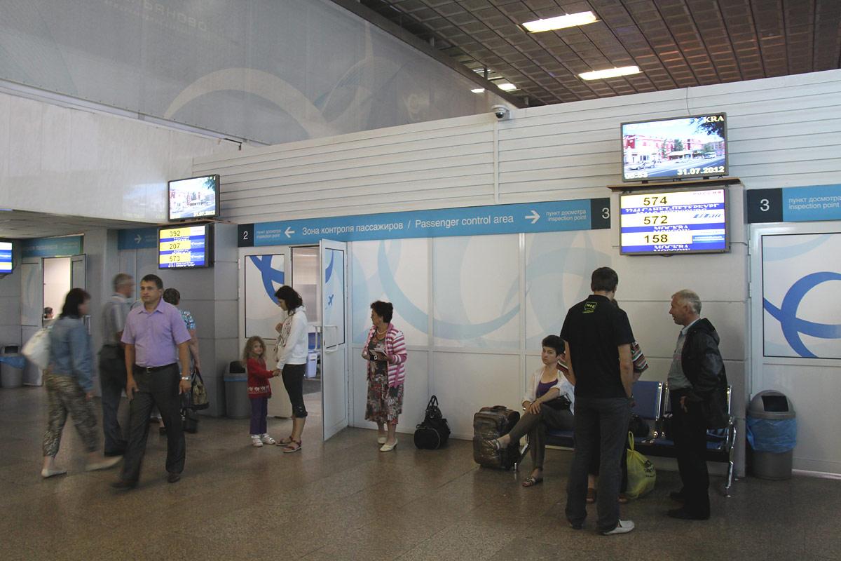Зона досмотра в красноярском аэропорту Емельяново