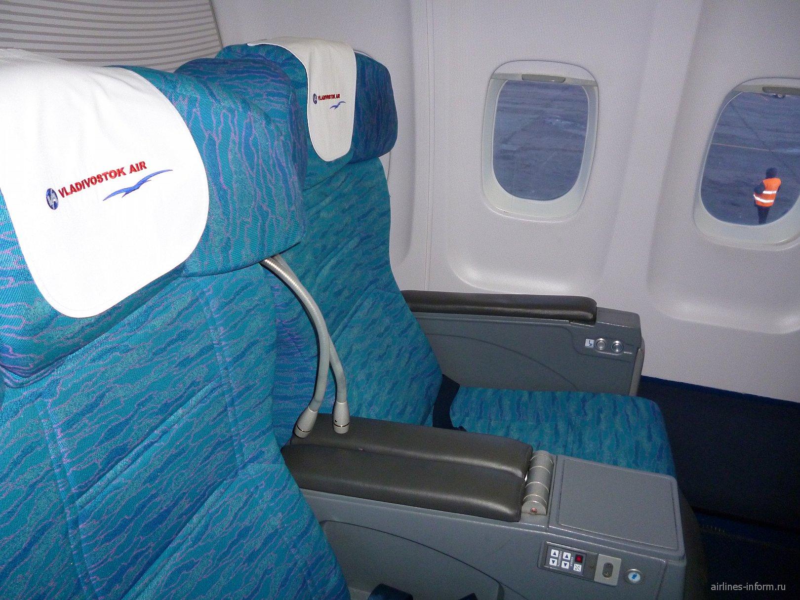 Кресла бизнес-класса в самолете Ту-204-300 авиакомпании Владивосток Авиа