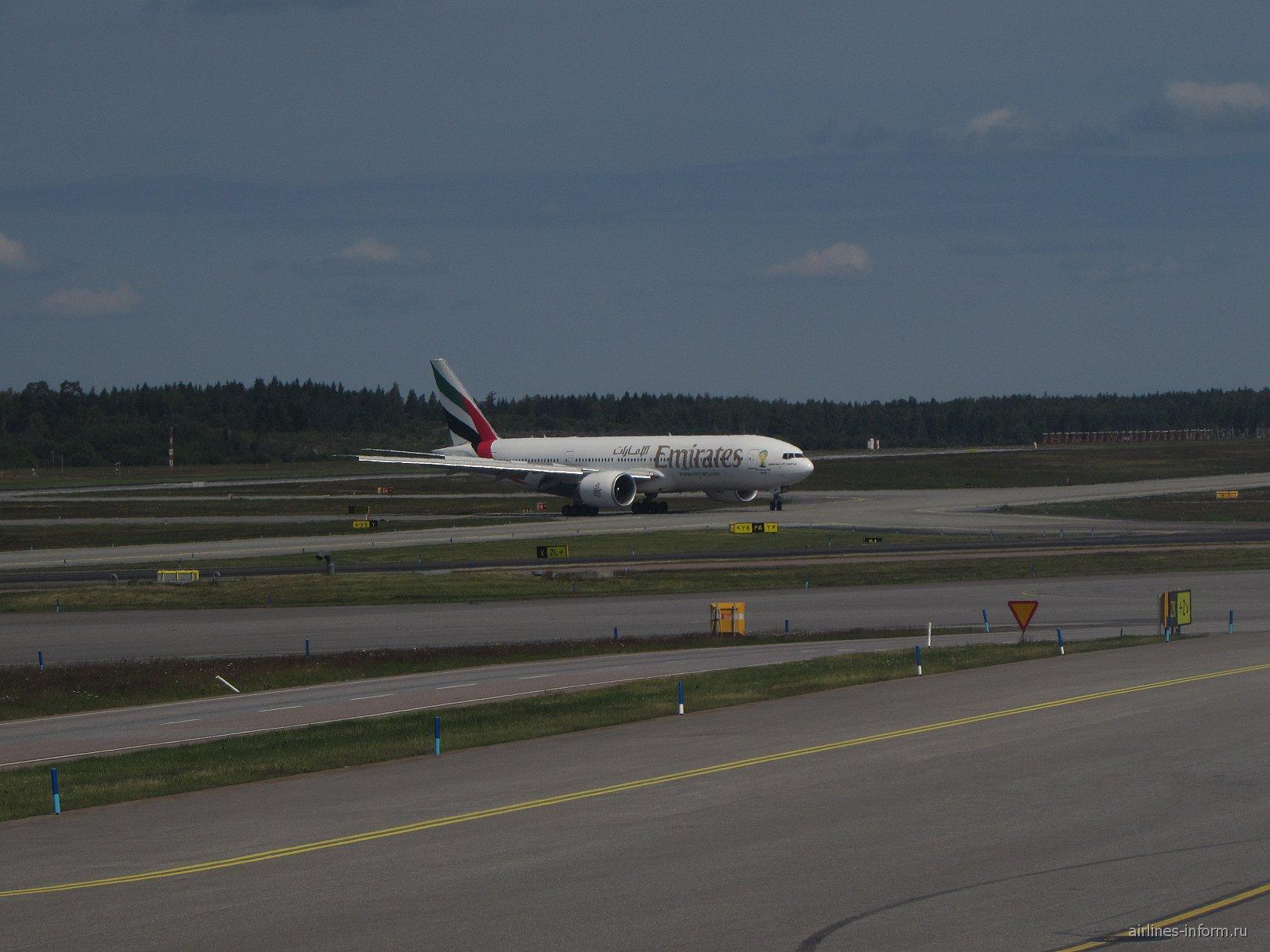 Boeing 777-200LR авиакомпании Emirates в аэропорту Арланда