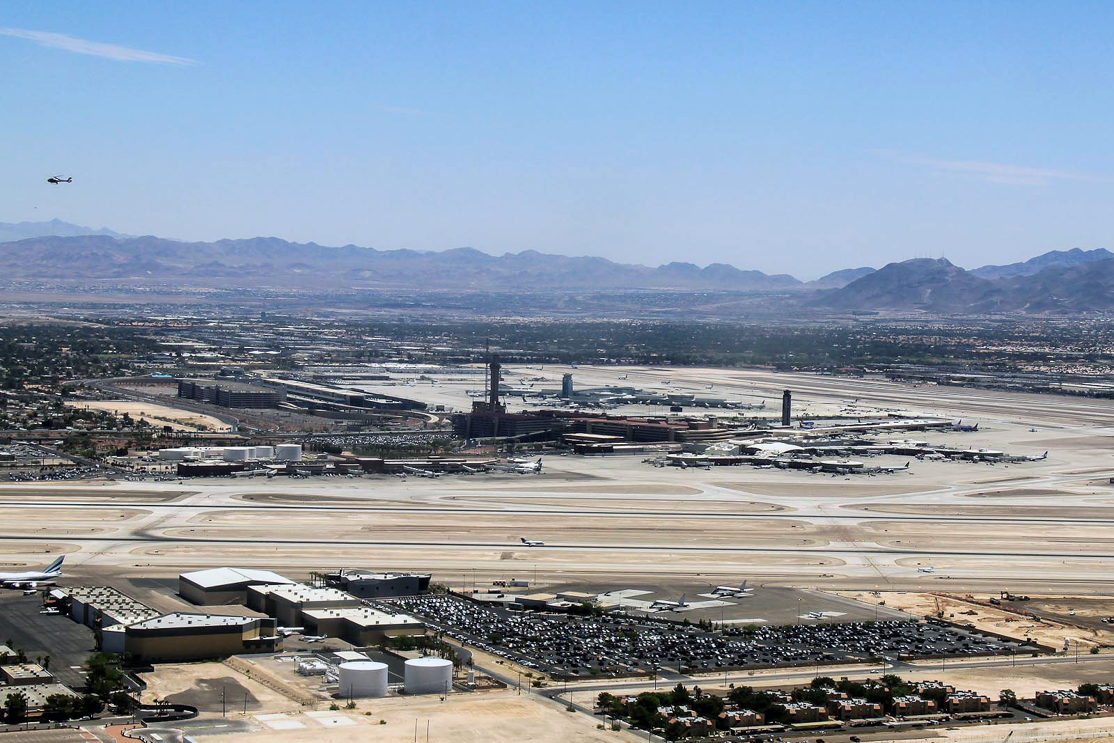 Вид на аэропорт Лас-Вегас Мак-Каран