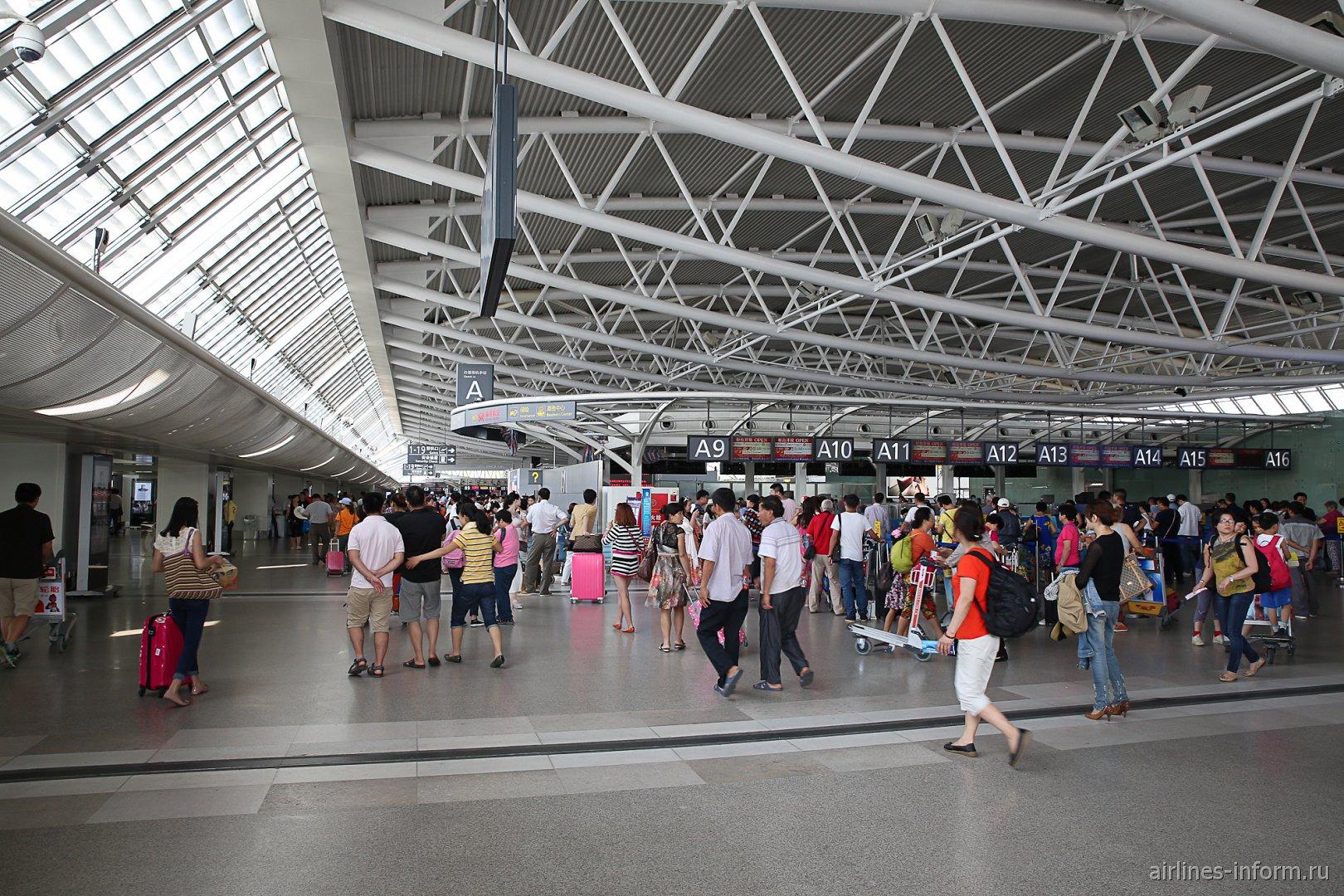В зоне вылета терминала внутренних линий аэропорта Санья Феникс