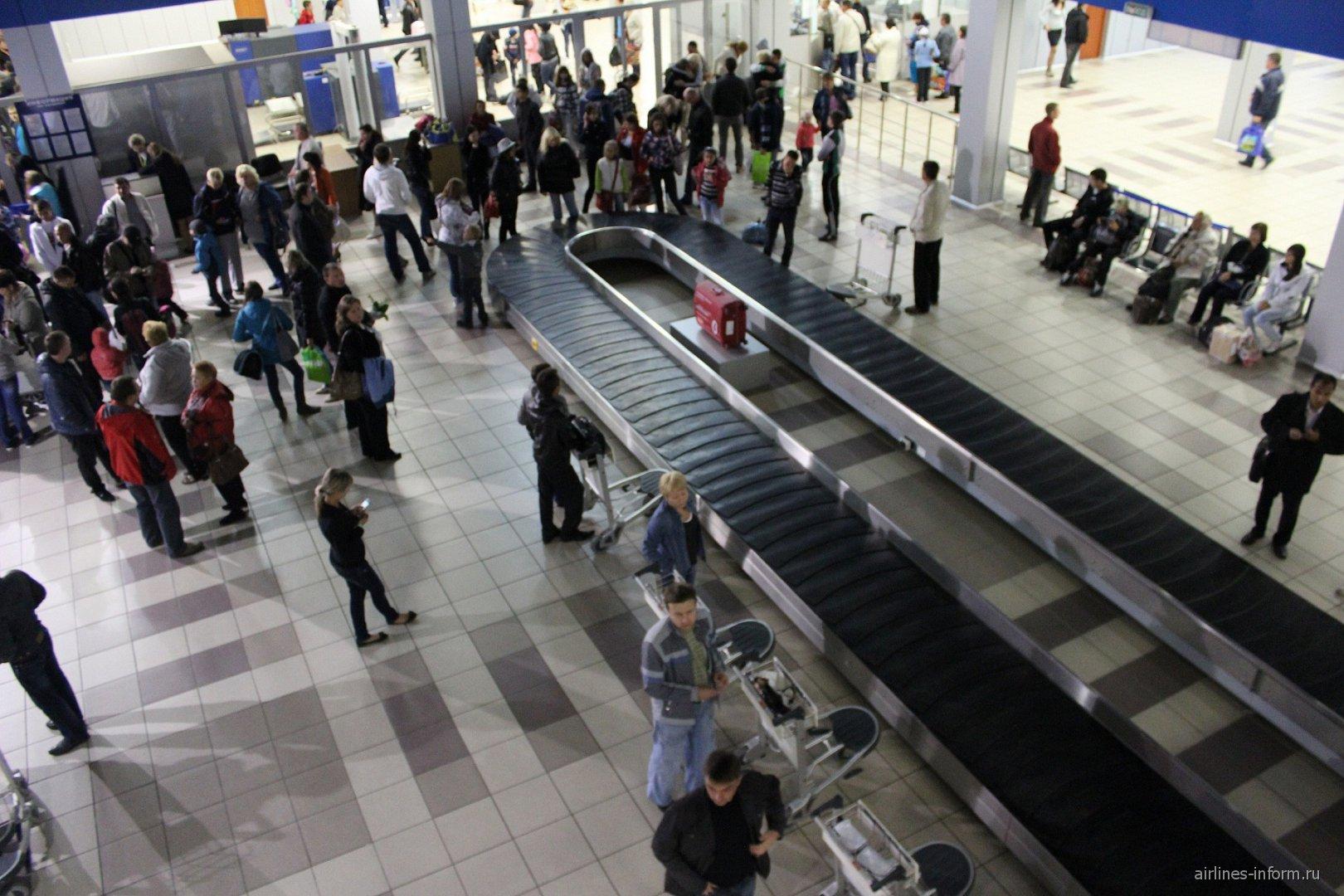 Зал выдачи багажа в аэропорту Норильск Алыкель