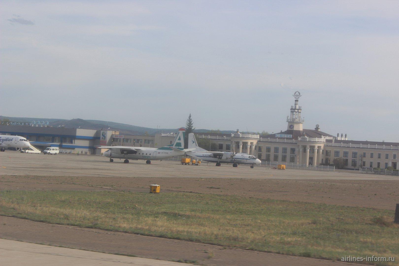 АН-24 Ангары и АН-26 Ираэро в аэропорту Чита