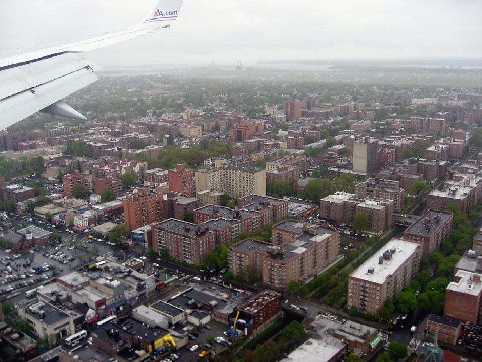 Flying over New York before landing at the airport in La Guardia