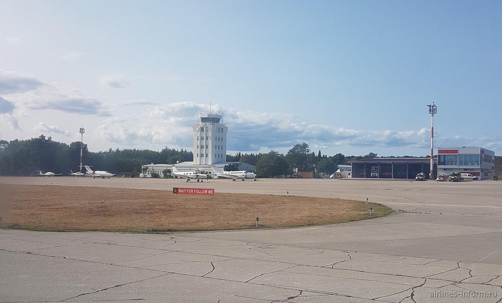 Перрон бизнес-авиации в аэропорту Пула