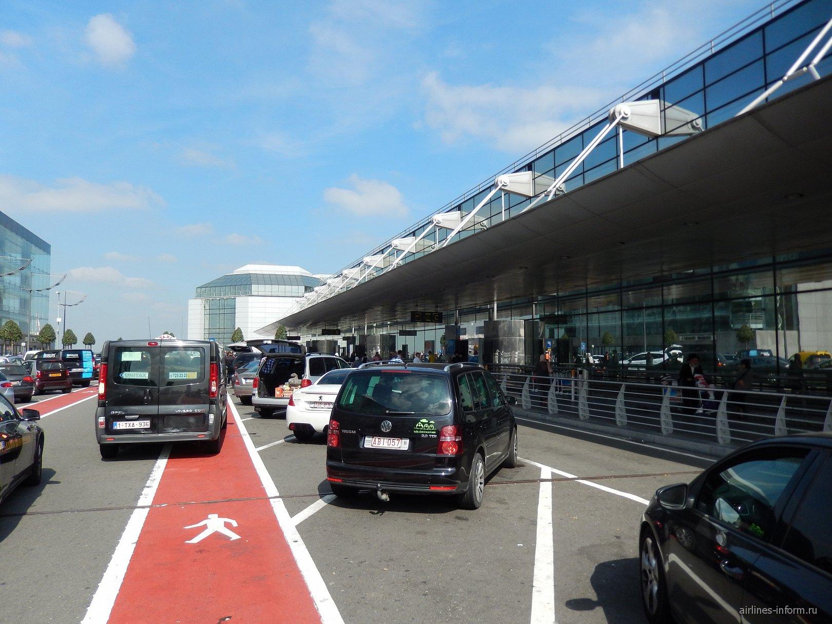 Вход в аэровокзал аэропорта Брюссель