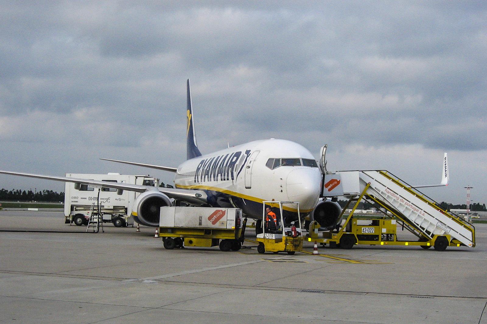 Самолет Боинг-737-800 авиакомпании Ryanair в аэропорту Порту