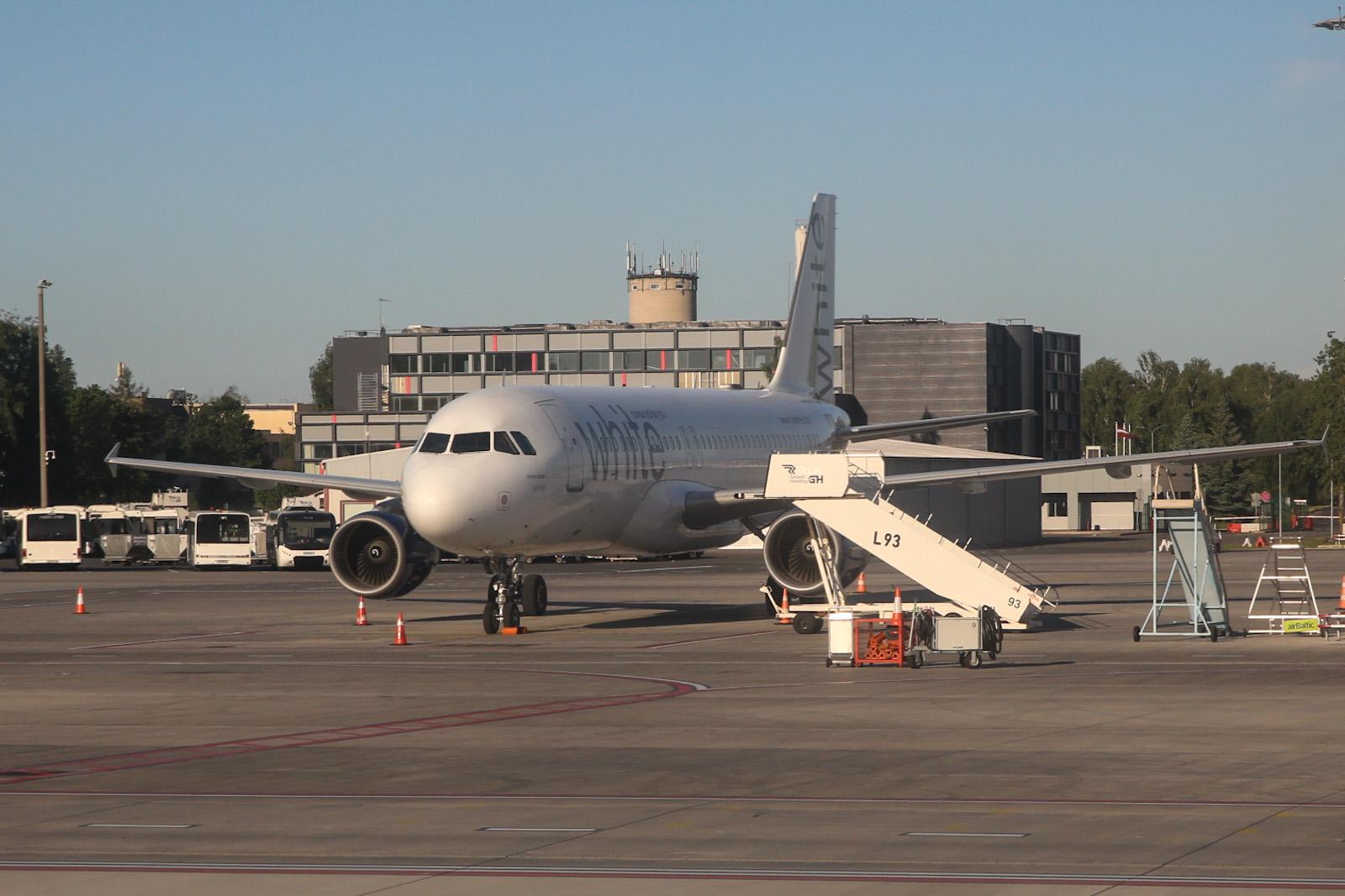 Airbus A320 авиакомпании White Airlines в аэропорту Рига