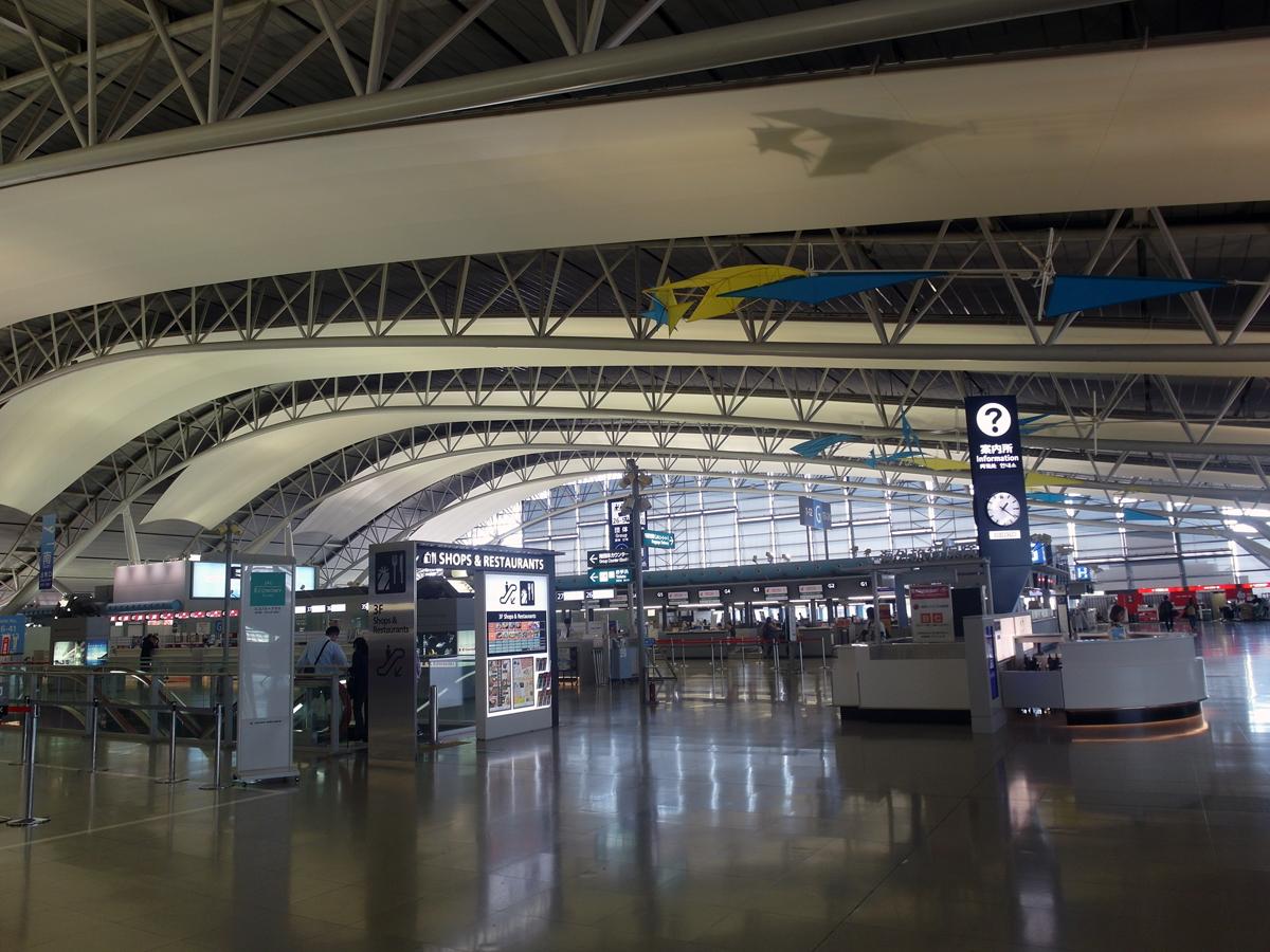 Зона регистрации на рейсы в аэропорту Осака Кансай