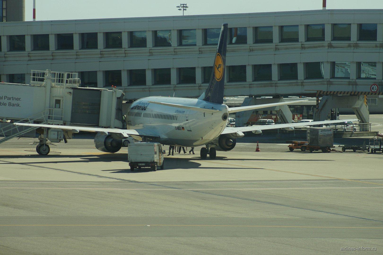 Боинг-737-300 авиакомпании Lufthansa в аэропорту Милан Мальпенса