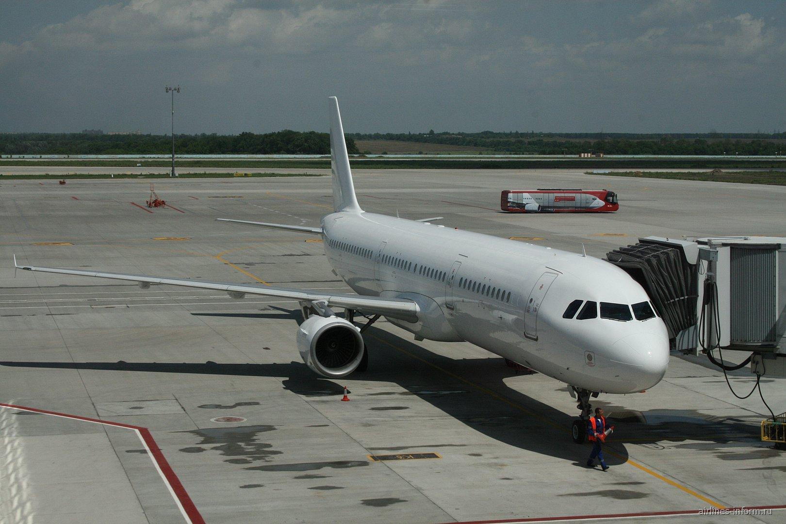 Airbus A321 в аэропорту Донецка