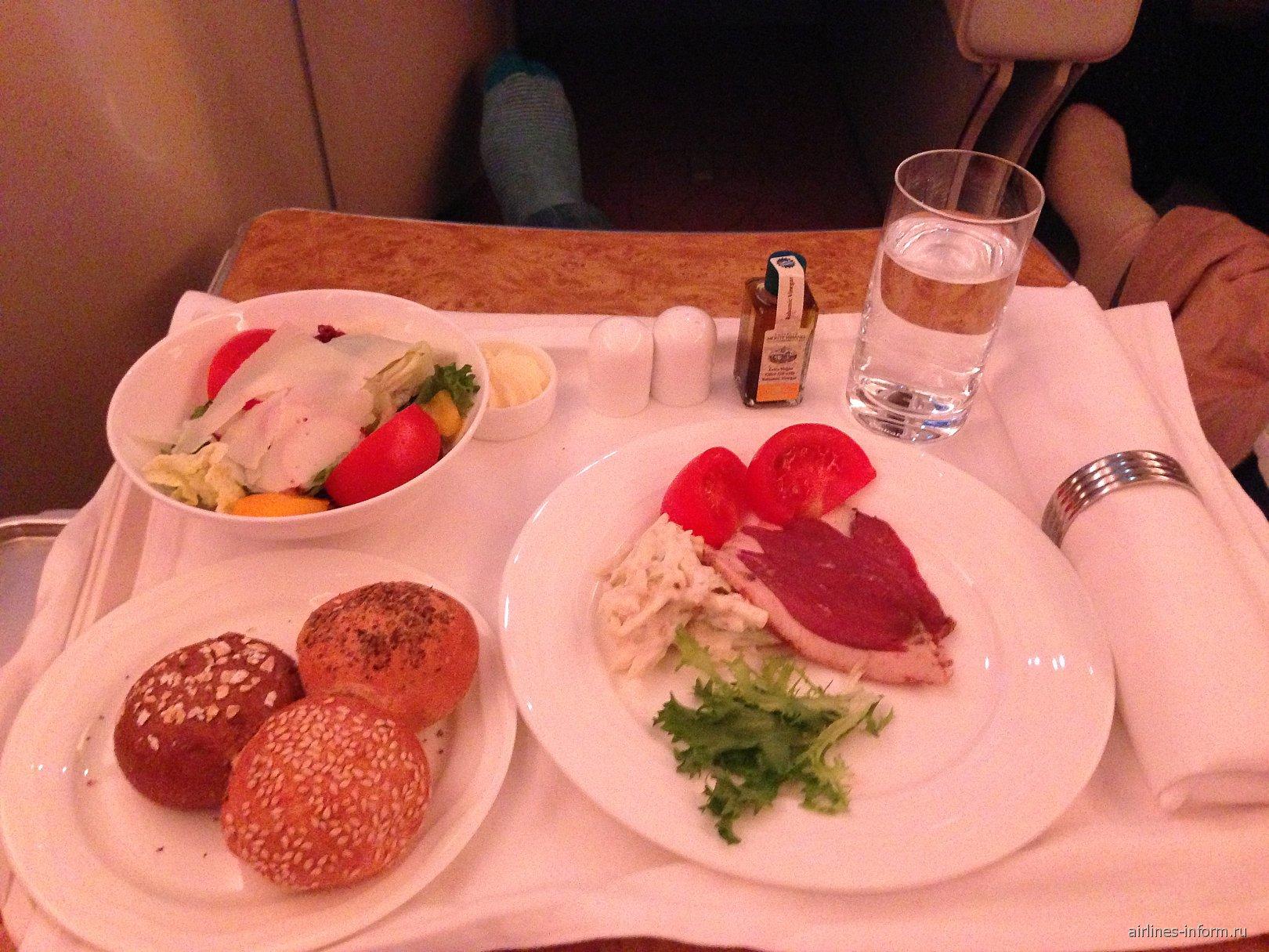 Питание бизнес-класса на рейсе Emirates Москва-Дубай