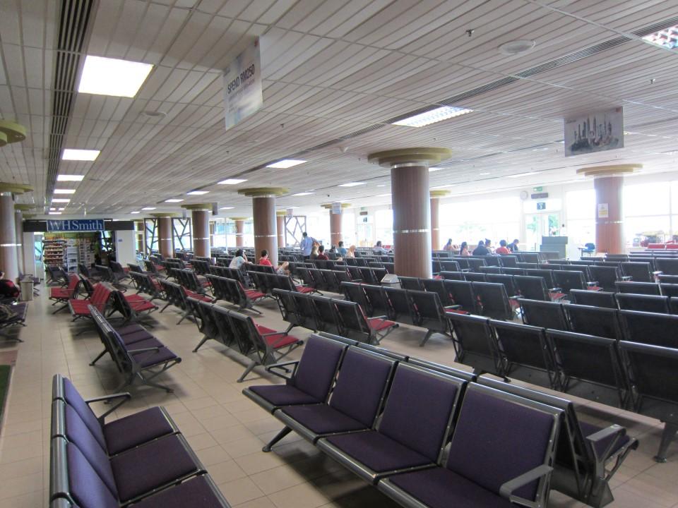 Зал ожидания в чистой зоне аэропорта Лангкави