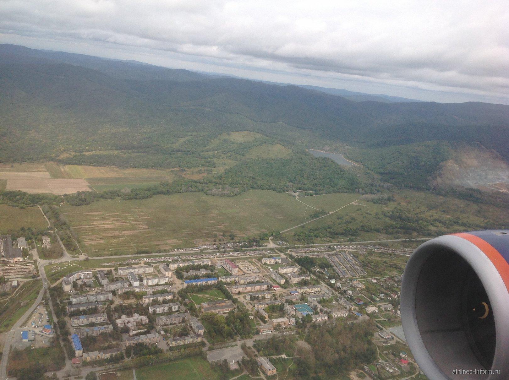 Над поселком Артем рядом с аэропортом Владивостока
