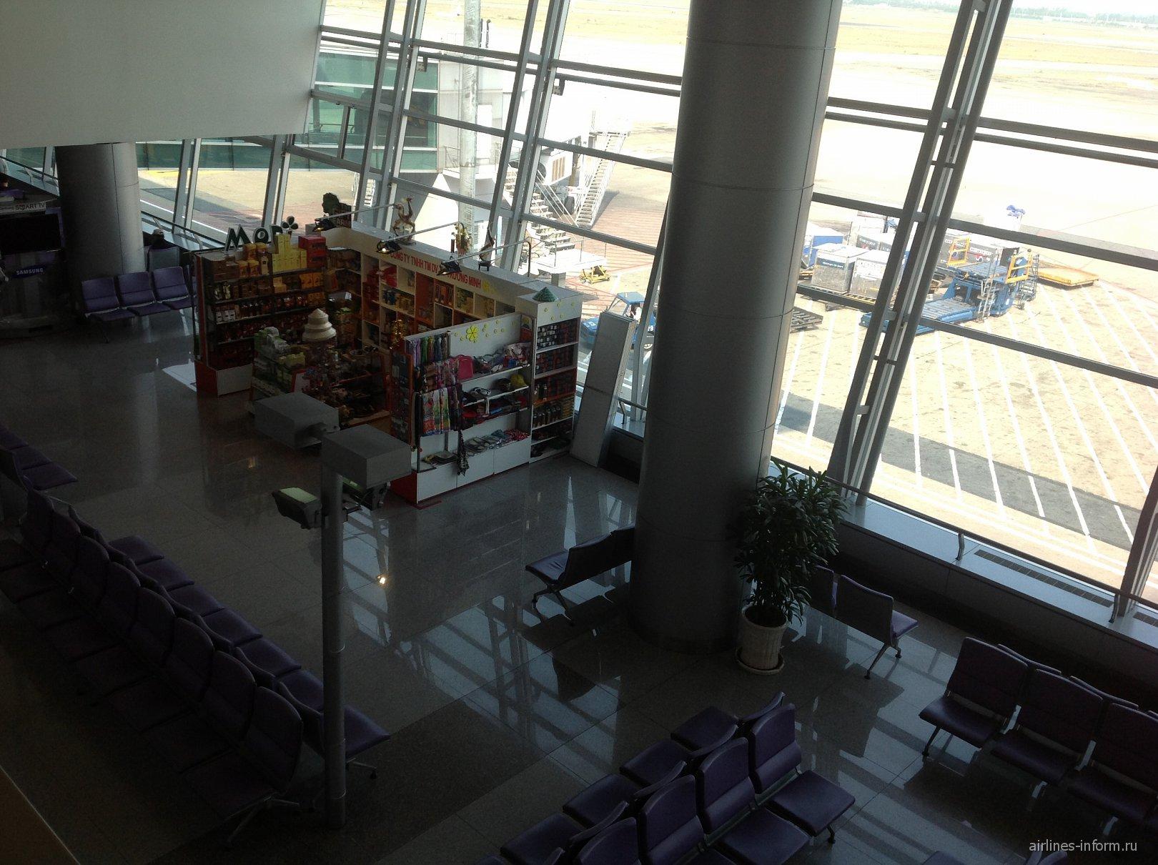 В чистой зоне аэропорта Хошимин Тан Сон Нхат