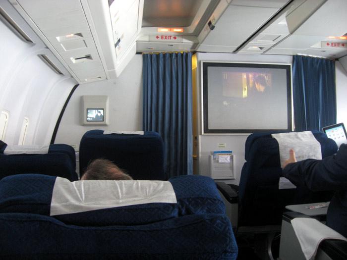 Трансляция фильма на борту самолета Боинг-767 авиакомпании АэроСвит